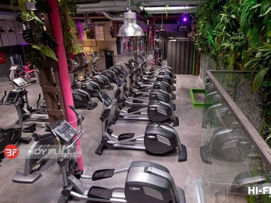 عکس باشگاه بدنسازی با تجهیزات بی اچ BH