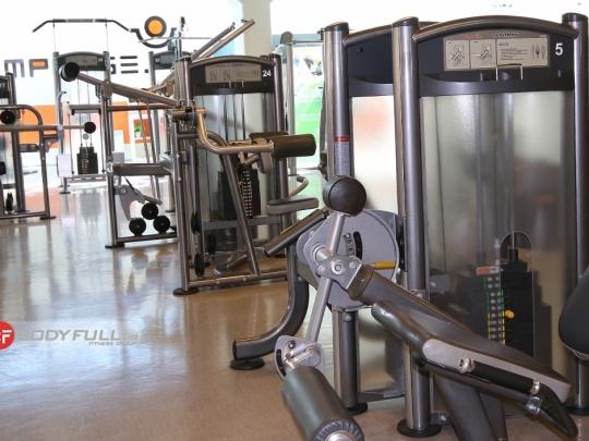 باشگاه تجهیز شده با دستگاه های بدنسازی ایمپالس impulse