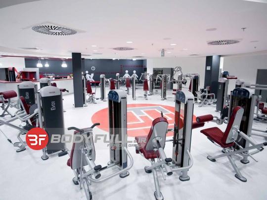 باشگاه تجهیز شده با دستگاه های بدنسازی پاناتا panatta