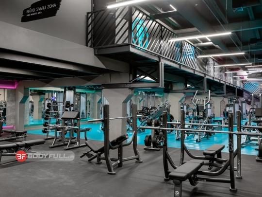 باشگاه مجهز شده با دستگاه بدنسازی لایف فیتنس life fitness
