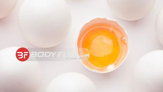 زرده تخم مرغ را دور نریزید !