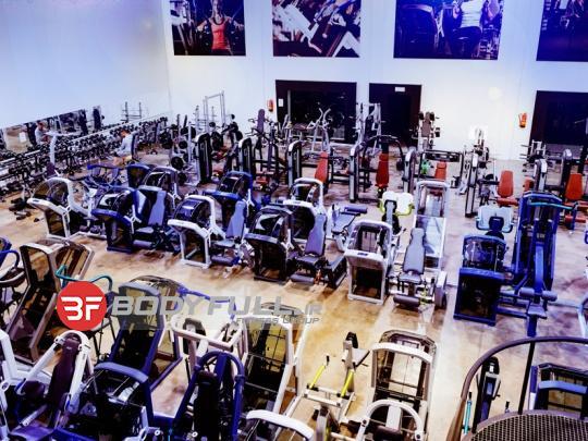باشگاه بدنسازی تجهیز شده با ایکس-فورس x-force