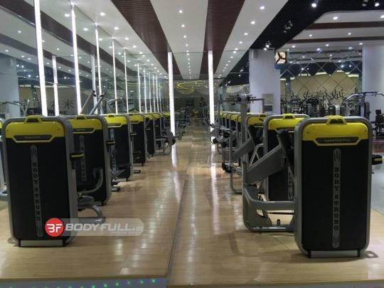 باشگاه تجهیز شده با دستگاه های بدنسازی شرکت بادی استرانگ body strong