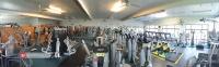 باشگاه تجهیز شده با دستگاه های بدنسازی هویست hoist