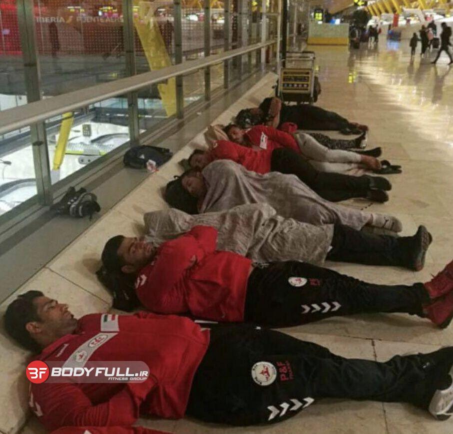جنجال رسانه ای استراحت در فرودگاه ملی پوشان پرورش اندام