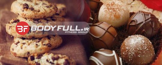 کلوچه های پروتئینی شکلاتی با بادام و گیلاس