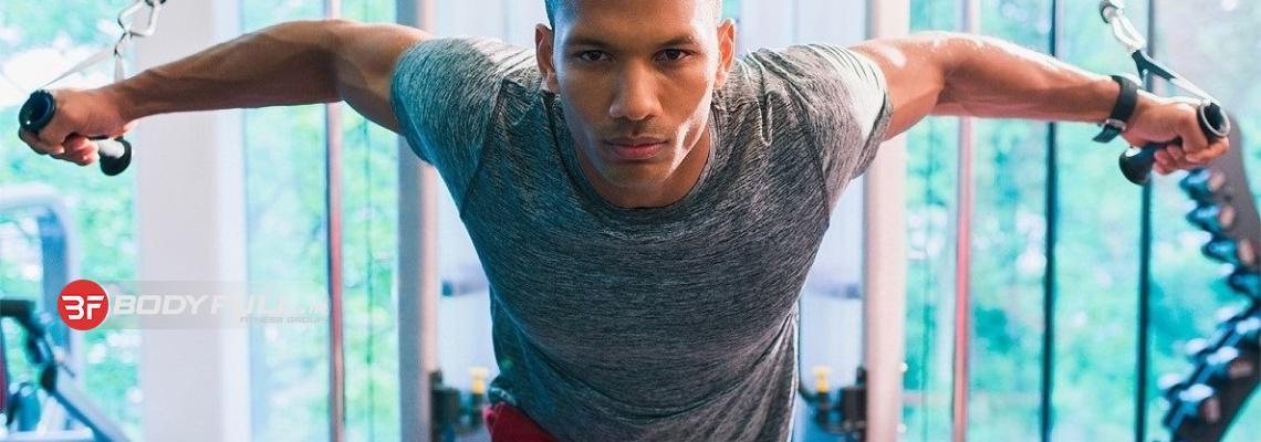آموزش تمرین بر روی عضلات سینه