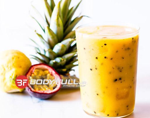 نوشیدنی مانگو و آناناس